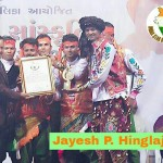 700th TIMES LIVE PERFORMANCE Jayesh P. Hinglajiya known as Gandhi Ji (born on January 7, 1973) of Matrubhumi Yuva Shakti Mandal, Porbandar, Gujarat, has been giving stage performances since 1997 at various places on famous historiCal song of Indian movie Kranti - 'Ab ke baras tujhe dharti ki rani'. He is giving 700th live performance at Porbandar as on August 28, 2016.